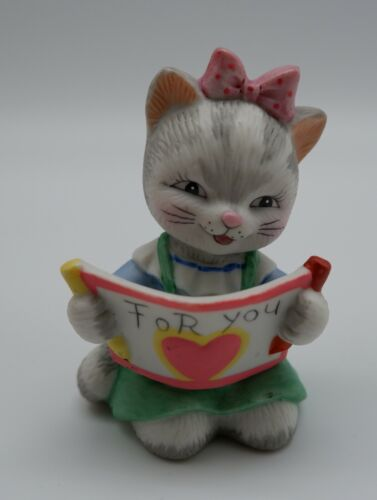 PICTURE PERFECT PAM #17 by Bronson Collectible Reading Kitten Porcelain Figurine