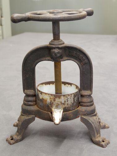 "Rare Cast Iron French ""00"" Antique Depose Duck Press"