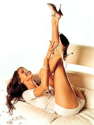 Shannon Elizabeth Unsigned 8X10 Photo  1