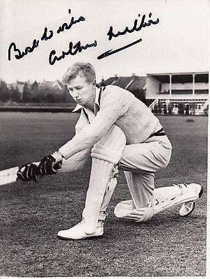 ARTHUR MILTON SIGNED PHOTOGRAPH PLAYED FOOTBALL AND CRICKETFOR ENGLAND