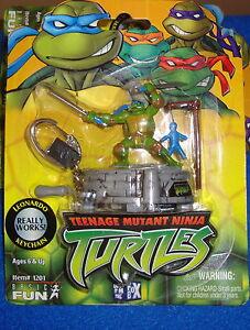 Teenage-Mutant-Ninja-Turtles-Leonardo-Keychain-by-Basic-Fun-MOC-TMNT