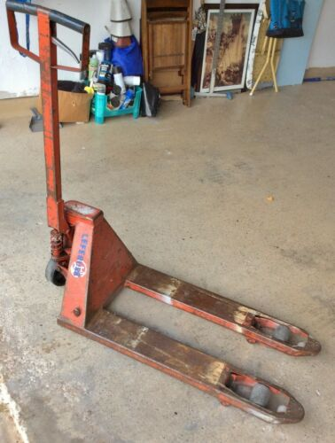 USED BT BRAND PALLET JACK, NOT PRETTY BUT WORKS GREAT!! LOCAL PICK UP ONLY!!!