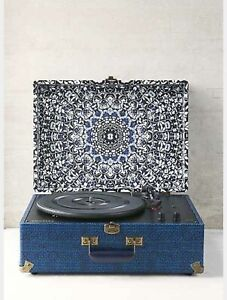 Crosley record player / turn table
