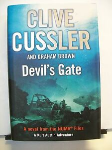 Book-Devils-Gate-by-Clive-Cussler-and-Graham-Brown-1st-edition-2011-HBDJ