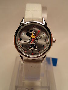 DISNEY MINNIE MOUSE NURSE LADIES WHITE LEATHER BAND WATCH,NEW/WARRANTY+FREE GIFT