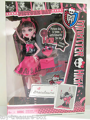 Monster High Doll - PICTURE DAY - DRACULAURA & her Accessories - 6Y+