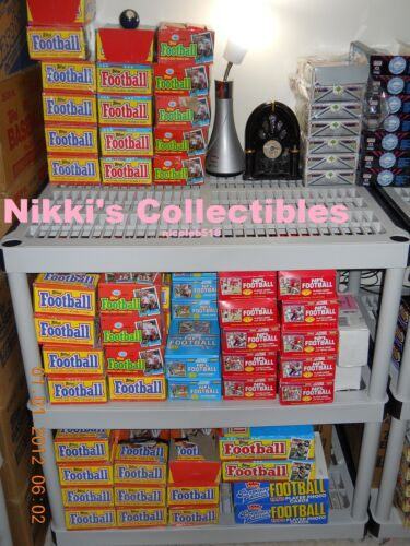 ★Nikki's 45 VINTAGE FACTORY SEALED FOOTBALL CARDS IN PACKS★45 Cards per lot★