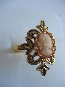 CAMEO-RING-WITH-CARVED-SHELL-CAMEO-FROM-ITALY-PRIVATE-COLLECTION
