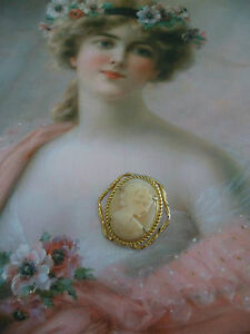 VINTAGE-CARVED-SHELL-VICTORIAN-LADY-CAMEO-BROOCH-OLD-GOLD-FRAME