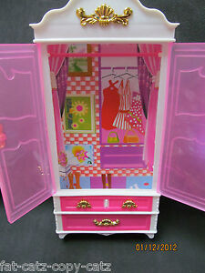 LOVELY PINK BARBIE SINDY DOLL SIZED PLASTIC FURNITURE WARDROBE UK SELLER