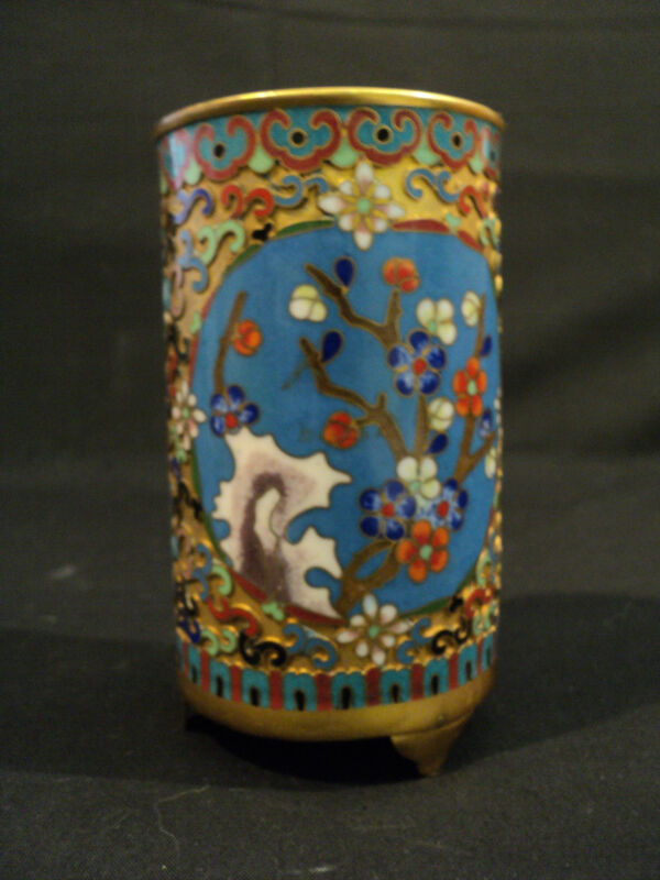 BEAUTIFUL ANTIQUE CHINESE CHAMPLEVE ENAMEL FOOTED BRUSH POT / HOLDER