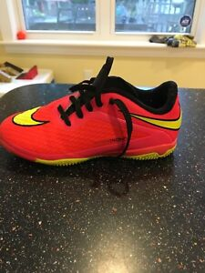 Indoor soccer shoes size 13