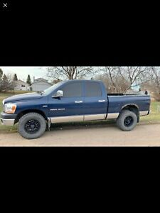 2008 RAM 1500 5.7l LOW KMS - MAKE OFFER OR TRADE...?