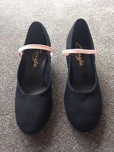 Capezio Girls character shoes for ballet. size 6.5 Hunters Hill Hunters Hill Area Preview