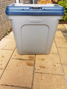 Rubbermaid dog food storage tub Munno Para Playford Area Preview