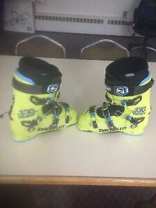 Ski boots almost new