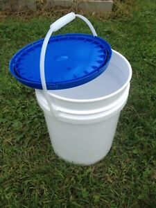 4 Gallon (19 litre) Plastic Pail with Lid