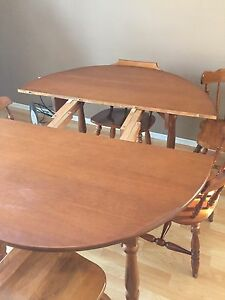 Expandable Dining table and chairs