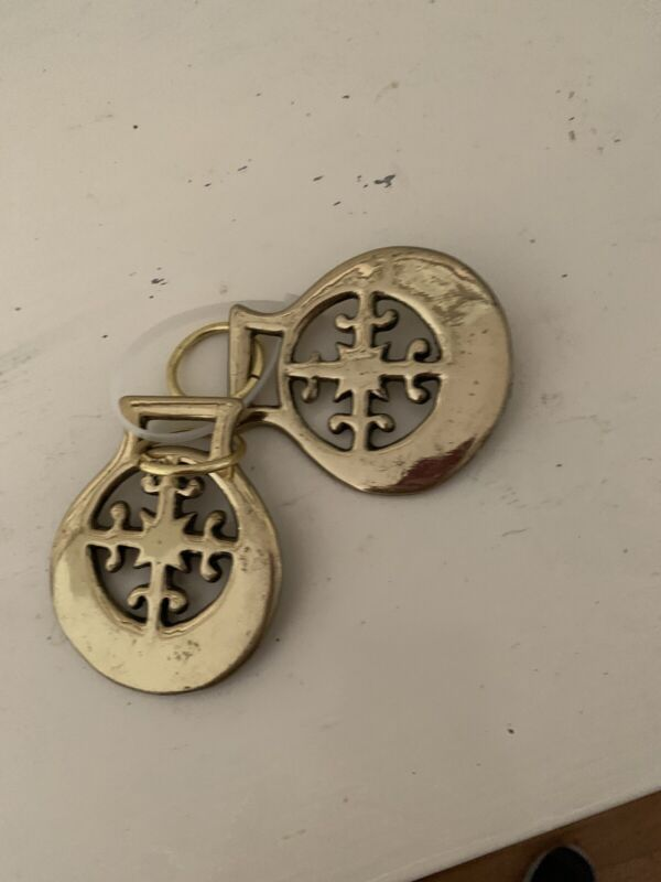 2  BRASS HORSE BRIDLE HARNESS MEDALLIONS ROSETTES PARADE MEDALS