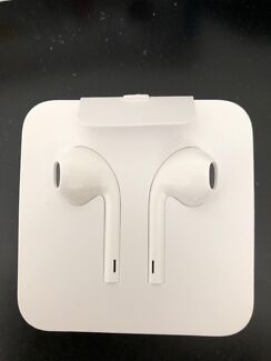 Iphone Earpods with with Lightning Connector
