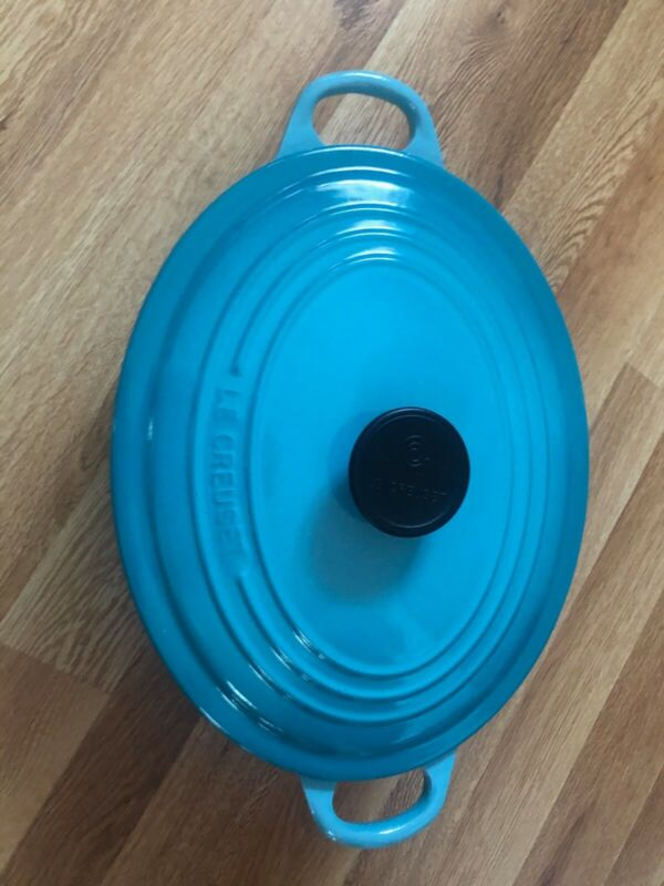Le Creuset Dutch oven 5 qt - Deep Teal  used but in very good condition