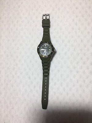 Gebraucht, S. Oliver Uhr, Damen, Silikonarmband, Silikon, olivgrün, Damenuhr, sportlich gebraucht kaufen  Feldmühle