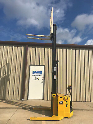 2009 Yale Walkie Stacker - Walk Behind Forklift - Straddle Lift Only 2371 Hours