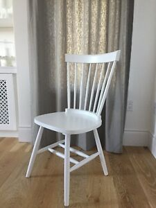 White farmhouse spindle back chairs (4)