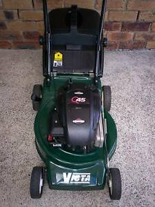 BRIGGS STRATTON 4 STROKE,VICTA SERVICED LAWN MOWER.CATCHER! Runcorn Brisbane South West Preview