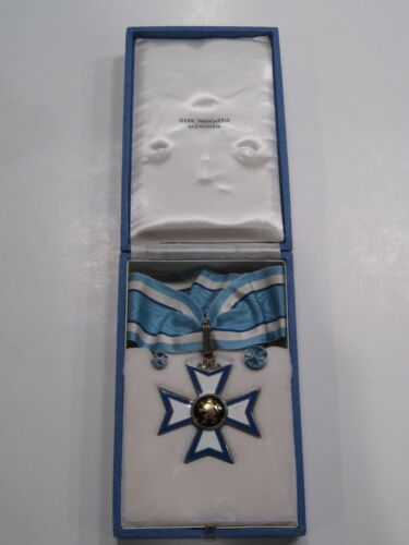 WEST GERMAN Bavarian post-WWII MERIT KNIGHTS CROSS NECK ORDER CASED Medal Badge