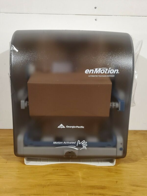 Georgia-Pacific Automatic Touchless Towel Dispenser Enmotion Uses Batteries59462