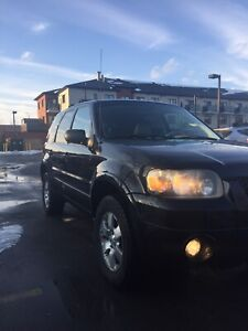 2006 ford escape limited only 108,000 km!!