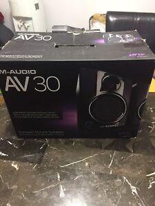 M-audio AV30 monitor speakers