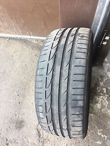225/40R19 RFT (run flat) only one available Potenza S001