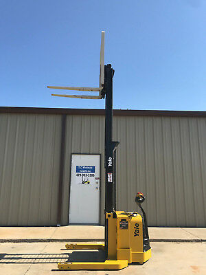 2009 Yale Walkie Stacker - Walk Behind Forklift - Straddle Lift Only 3698 Hours