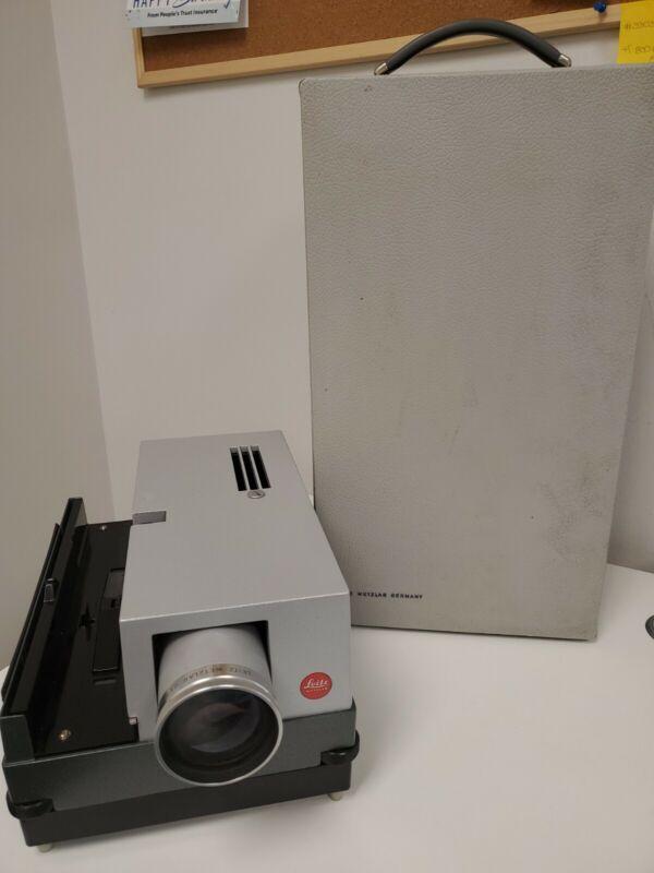 Leitz Pradovit Color 250 Projector It is in good condition