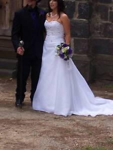 White beaded a-line wedding dress size 10-12 white/purple Mill Park Whittlesea Area Preview