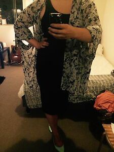 FLORAL PATTERN KIMONO (M/L) Petersham Marrickville Area Preview