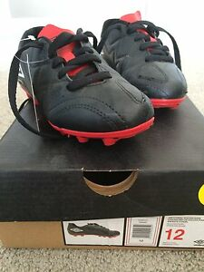 Size 12 Umbro Outdoor Soccer Shoes