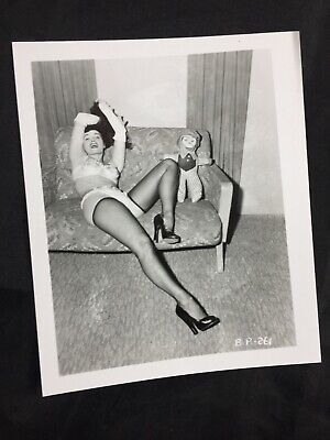 Vtg 50's Bettie Page Couch Heels Nylons Risque Pinup Irving Klaw Photo B.P. 261 Nylon Vintage Heels