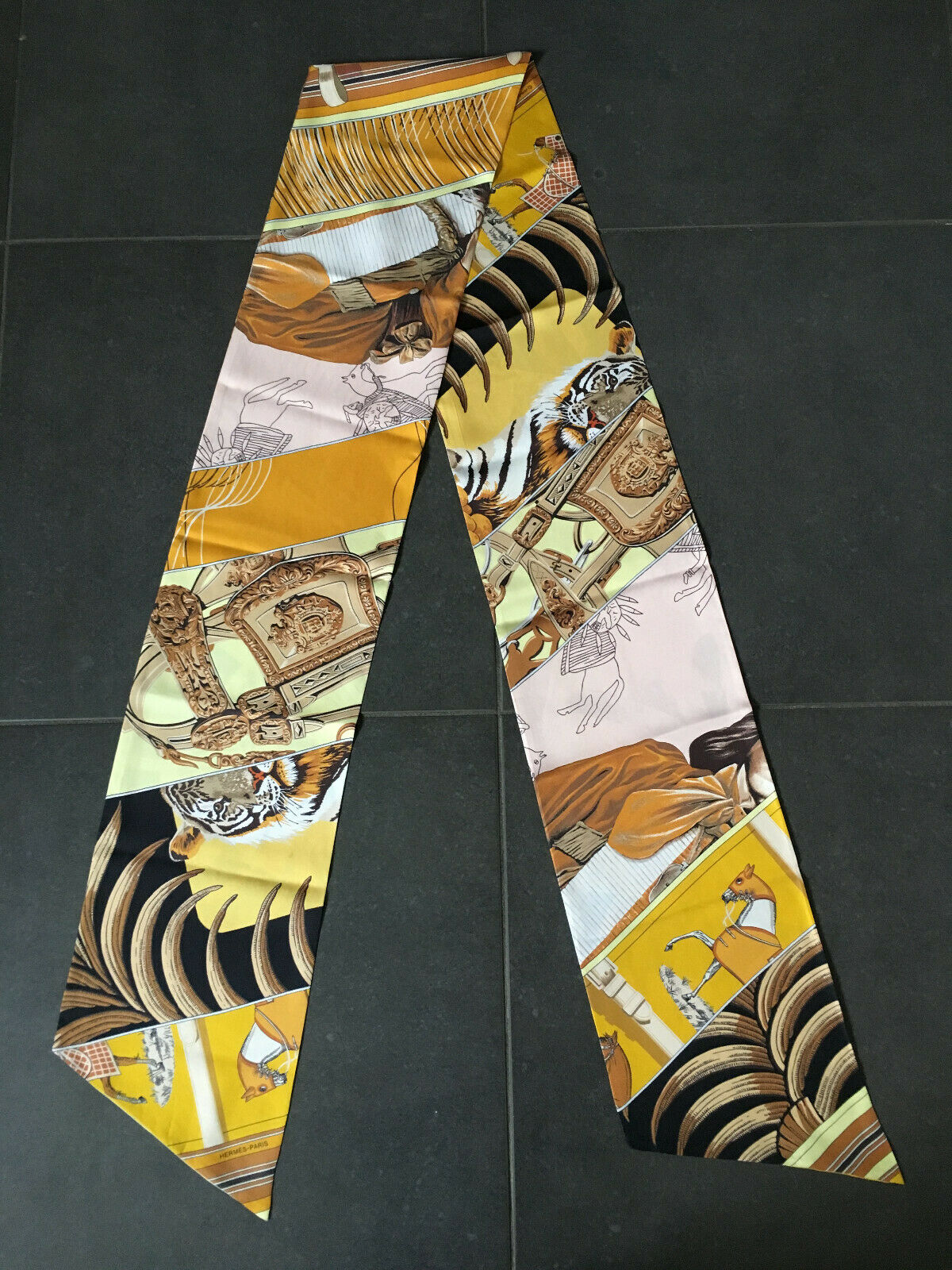 Foulard hermès en soie - maxi twilly - carré en carrés - jaune