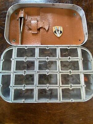 Richard Wheatley 16 Compartment Dry Fly Box with Flies Cast Holder & Tweezers
