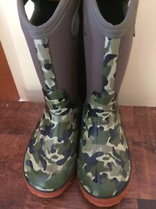 Bogs winter boots - size 2 camo print