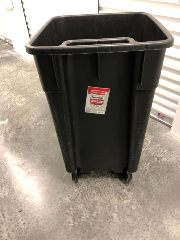 Rubbermaid HUGE 50 Gallon Trashcan With Wheels