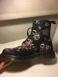 Floral print Dr Martens Size 8 Green Point Gosford Area Preview
