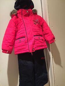 Oshkosh Girl snowsuit size 2T Peterborough Peterborough Area image 2