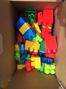 Assorted mega blocks