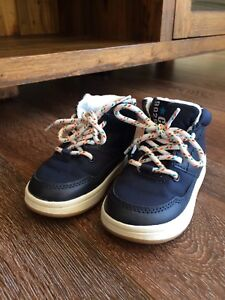 Toddler Shoe size 6.5 (10 months old+)