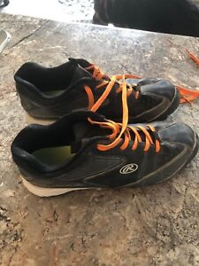 Size 6.5 Rawlings baseball cleats