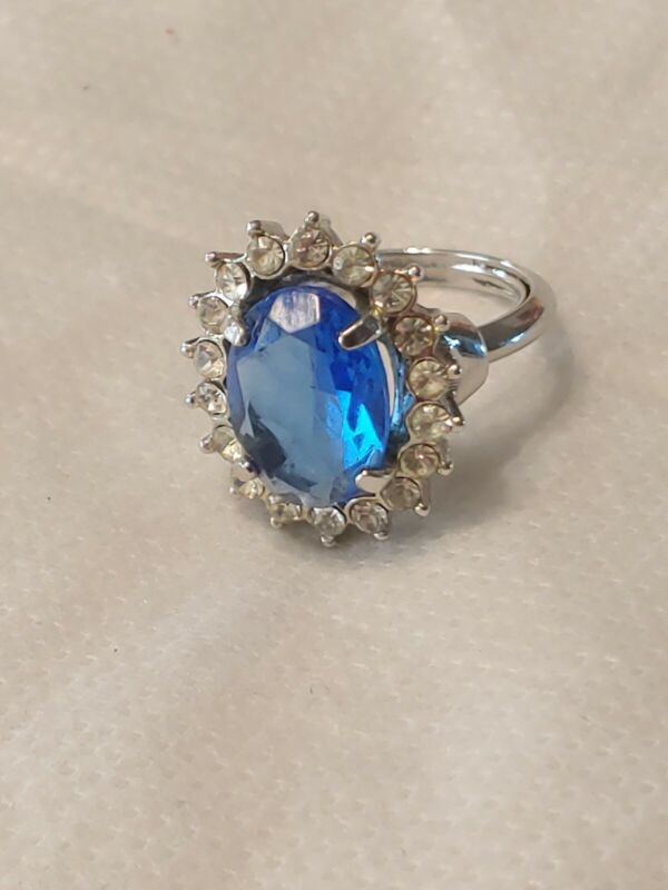 SIGNED AVON SILVER-TONE CREATION IN BLUE MAJESTIC PRINCESS RING Size 7.5
